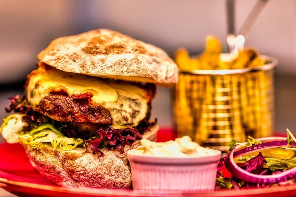 Hollol Gymraeg burgers